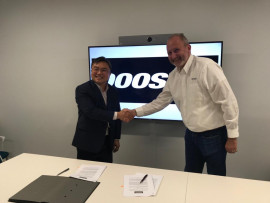 Charlie Park, CEO Doosan Infracore Europe and Carl Leijonhielm, CEO INTRAC Group pleased signing the distribution agreement.